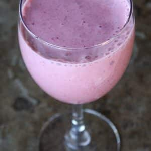 Frozen Strawberry and Dehydrated Banana Smoothie
