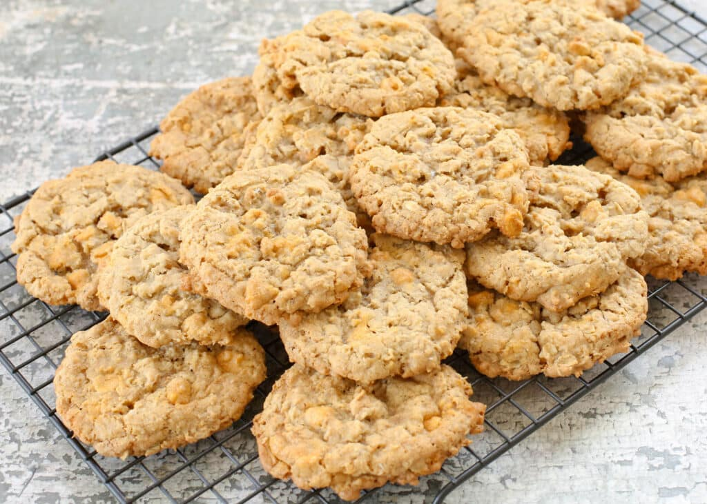 Soft and Chewy Oatmeal Butterscotch Cookies ...