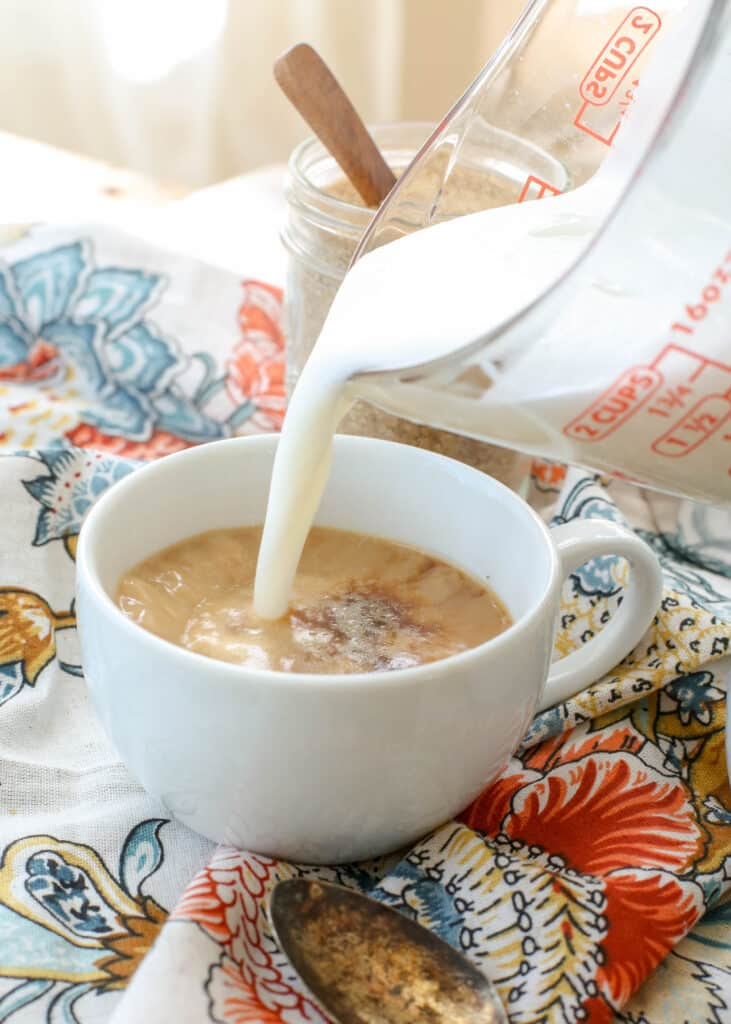 Steamed milk and espresso for Cafe con Leche