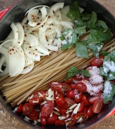 20 Minute One Pot Pasta with Fresh Tomatoes and Basil