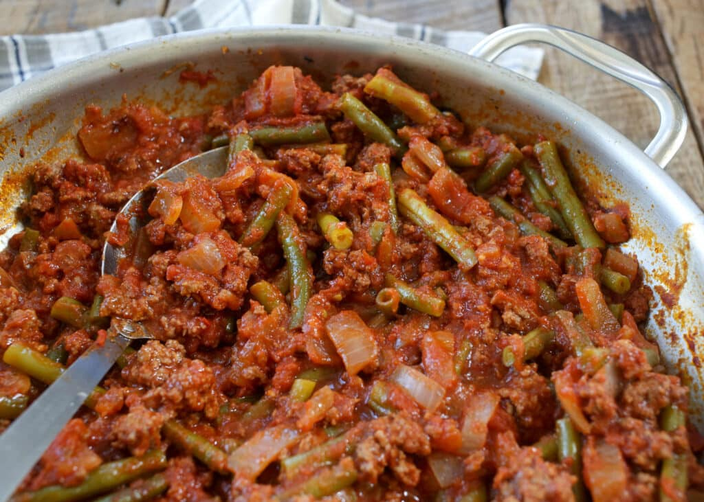 Lebanese Beef and Green Beans is a no fuss dinner that the whole family loves! get the recipe at barefeetinthekitchen.com