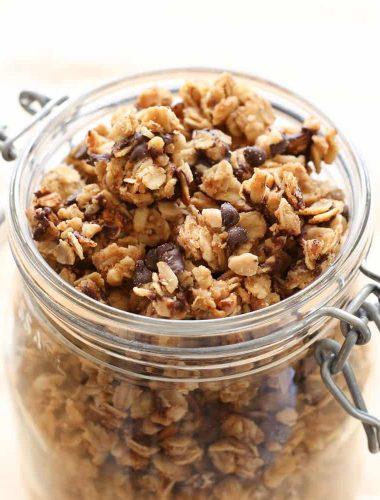 Peanut Butter Chocolate Chip Granola {crock-pot recipe}