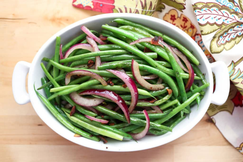 Simple Skillet Green Beans with Bacon and Red Onions recipe by Barefeet In The Kitchen
