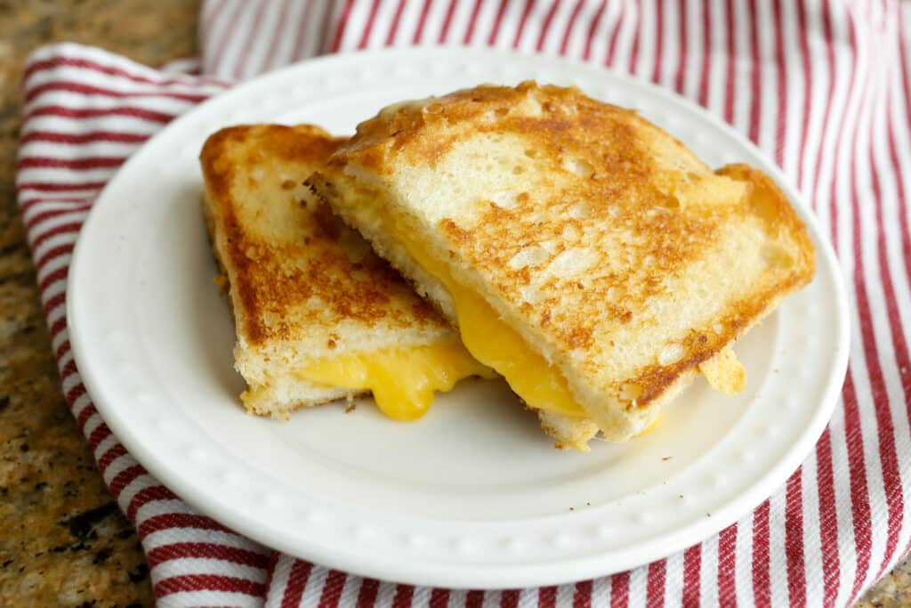 {Step-by-Step} Guide To Perfect Grilled Cheese - by barefeetinthekitchen.com