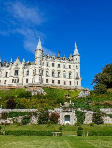 Dunrobin Castle in Scotland is a fairytale castle come to life - read all about it at barefeetinthekitchen.com